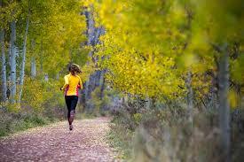 Resultado de imagen de mujer corriendo en el campo