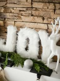 24 Cozy <b>Faux Fur Christmas</b> Décor Ideas - Shelterness