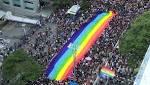 images?q=tbn:ANd9GcTYsdZ0CFQW10vkx20OSg07JT0l1m7QfRZNDwfoOSUN9WEolZvDQefWW6XF 3vCv6RMUgs31GHcjA - 動画:サンパウロで「ゲイ・プライド」 LGBTの人々が大行進