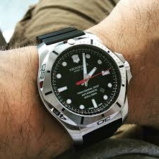 <b>Victorinox Swiss Army</b> INOX Diver Watch Overview - YouTube ...