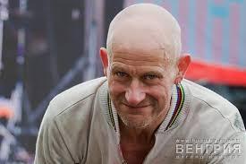Roger Van Loon… больше известный как «Festivalman», Фан-клуб которого на Facebook насчитывает больше 6500 человек. :))). «Я понятия не имею, кто создал на ... - afc9f282382aaaa9557d3cc29e7f51fb