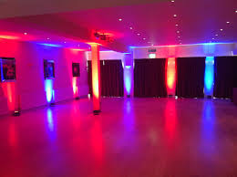 changing the color of the room creating columns of light illuminate the gift and cake table will add a beautiful and beautiful color table uplighting