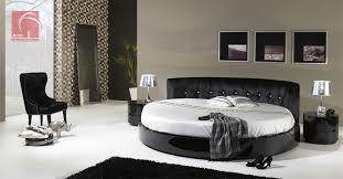 cama blanca negra