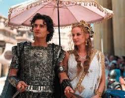 Páris (Orlando Bloom) e Helena de Tróia (Diane Kruger) em cena do filme TRÓIA (TROY) - 2003