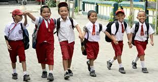 Pulang Sekolah Jalan Kaki