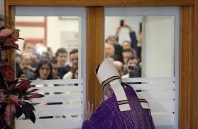 Risultati immagini per papa francesco apre la porta santa