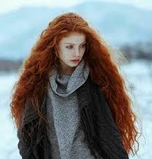 Bianca come la neve, rossa come il fuoco. Un <b>essere</b> che vaga ...