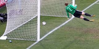 Resultado de imagen para remate de Frank Lampard el balón se estrella en el poste y entra claramente en el arco de Neur,
