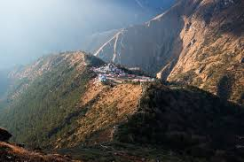 saving mount everest martin edstr atilde para m a central point of buddhism in the region tengboche monastery is an ancient site of worship today it is a pit stop on the way to mount everest