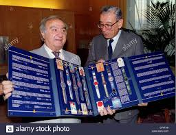 r swatch stock photos r swatch stock images alamy swiss watchmaker nicolas hayek l the man behind the swatch meets un