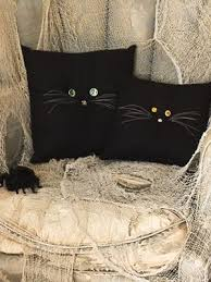 Halloween Crafts: <b>Black Cat</b> Pillows | Halloween pillows, Chic ...