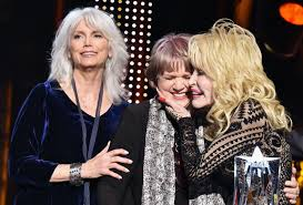 <b>Linda Ronstadt</b> rare public appearance to honor <b>Dolly Parton</b>