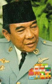 sufi Syekh Kadirun Yahya) Suatu hari, pada sekitar bulan Juli 1965, Bung Karno berdialog dengan Kadirun Yahya, anggota dewan kurator seksi ilmiah - 388080_250471575013454_100001518399485_683367_1098447026_n_thumb