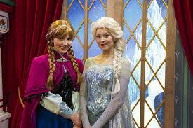 "Spoiler Alert: <b>Anna</b> and <b>Elsa</b> meeting in ""<b>Frozen</b> 2"" outfits at Epcot ..."