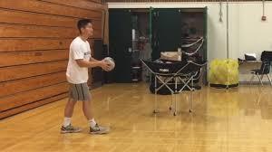 Как подавать <b>мяч</b> в <b>волейболе</b> - wikiHow