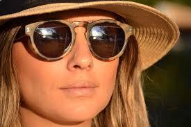 Resultado de imagem para oculos de sol com armação colorida 2016