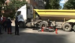 Kadıköy'de hafriyat kamyonu motosikletliyi ezdi