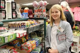 summer jobs and internships of three episcopal high school episcopal high school junior bronwyn walsh working hard at the aquarium gift shop photo md anderson volunteer services facebook page