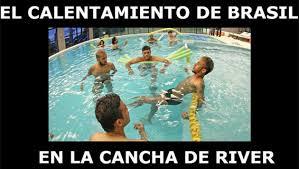 Los memes por la inundación del Monumental - Diario 26 via Relatably.com