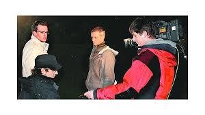 Dreharbeiten auf dem Burgberg: Dirk Böhler (links) erhält Anweisungen von einem Kamerateam. Zugleich hatte Moderator Kai Pflaume (kleines Bild rechts) ... - _heprod_images_fotos_1_12_1_20080223_liebegro_c8_1596419