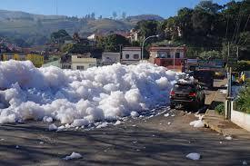 Resultado de imagem para espuma do Tiete em Pirapora em junho de 2015 imagens