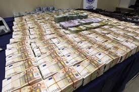 """Résultat de recherche d'images pour """"argent en grande quantité"""""""