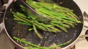How to Cook Asparagus in a Pan - YouTube
