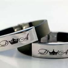 Заказать <b>браслеты</b> с гравировкой для влюбленных в компании ...