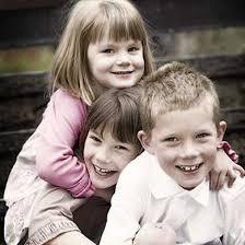Resultado de imagen de niños abrazados