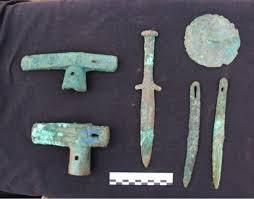 <b>Девушка с топором</b> и кинжалом: новые находки археологов в ...