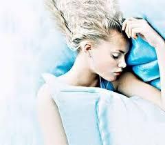 Resultado de imagem para morta em decubito dorsal vestida de vestido de organdi azul