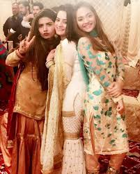 aiman khan muneeb butt dholki ceremony pics aiman her friends