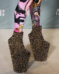 Resultado de imagen de lady gaga zapatos de armadillo