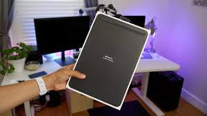 Review: Apple <b>Leather Sleeve</b> for 10.5-inch iPad Pro - YouTube