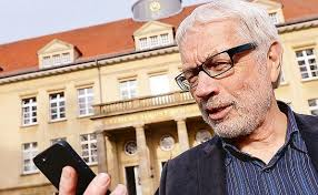 <b>...</b> rät der Oldenburger Soziologie-Professor <b>Thomas Alkemeyer</b>. Sexting - REGION_1_7fa8e645-3544-4b64-9b6c-059b15fa35d1--545x337