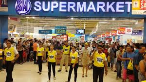 the dancing s clerk of smsupermarket the dancing s clerk of smsupermarket smcitysanfernandodowntown 3day