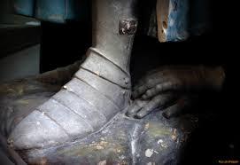 Risultati immagini per calzari in ferro medievali, foto