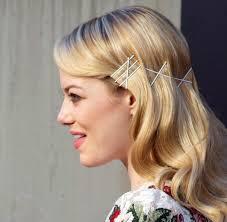 Dann dürfen sich die Bobby Pins in allen Farben und Breiten auf unseren Köpfen tummeln. Emma Stone mkt weißen Haarklammern - Emma%2520Stone%2520%2520Haarklammer