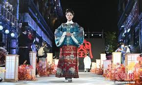 <b>Chinese</b> street fashion, including <b>traditional</b> hanfu, trends overseas ...