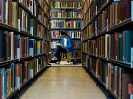 how a liberal arts degree prepares students for managerial success liberal arts student at library