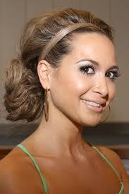 Du kannst natürlich auch - wie <b>Mandy Capristo</b> - einfach eine Haarsträhne <b>...</b> - mandy-capristo-1744383