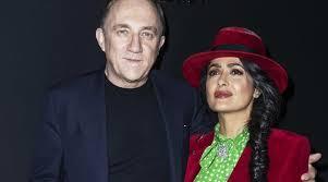 Сальма Хайек в красном бархатном <b>пиджаке</b> пришла с мужем на ...