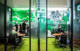 <b>TD Bank's</b> unorthodox <b>new</b> strategy: Investing in its branches again ...