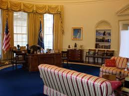 oval office resolute desk they had a full scale replica of the oval office if i bush library oval office