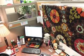 cubicle interior design with shabby chic wall divider and brown f wooden table addedn white shade office chic front desk office interior design ideas