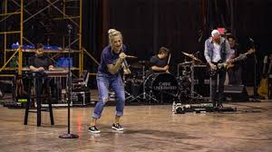 Carrie Underwood is back rehearsing after terrifying accident ...