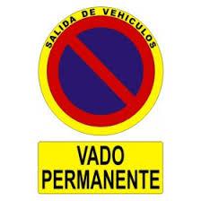 Resultado de imagen de placas y vallas que comunican la prohibición de estacionamiento