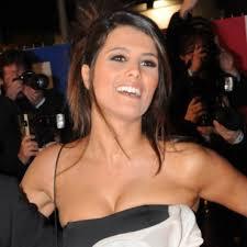 <b>Karine Ferri</b> aux NRJ Music Awards est épanouie : cheveux mi-longs lissés, <b>...</b> - karine-ferri-et-son-chignon-rock-10387609axfsi_2041