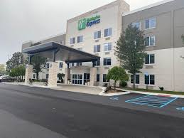 Wixom Hotels near Suburban Collection Showplace | Holiday Inn ...