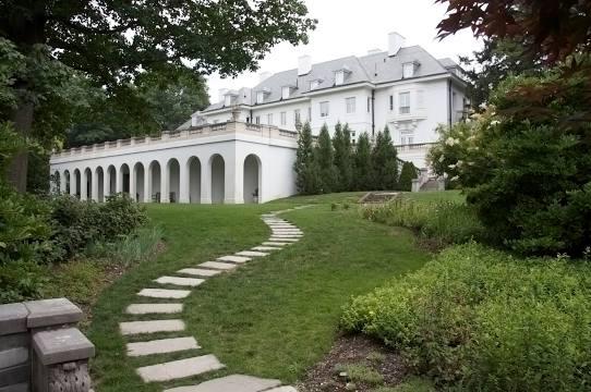 Mansion walk